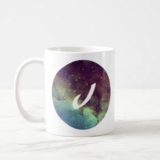 """La taza conocida de la letra """"J"""" con la impresión"""