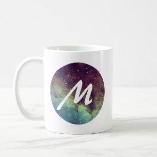 """La taza conocida de la letra """"M"""" con la impresión"""