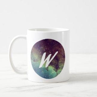 """La taza conocida de la letra """"W"""" con la impresión"""