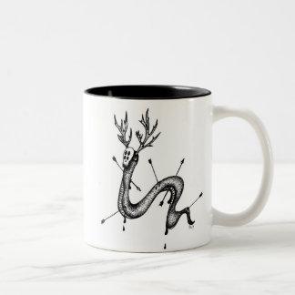 La taza de café de la serpiente de los ciervos