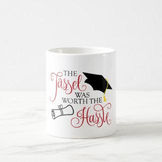 La taza de la graduación la borla valió el