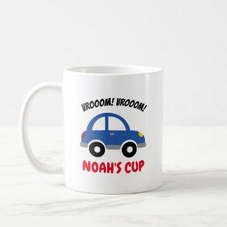La taza del niño personalizado con el coche lindo