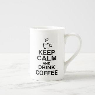 """La taza """"guarda calma y bebe Coffe """""""