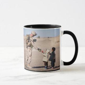 """La taza personalizada de """"nuestro héroe"""", militar"""