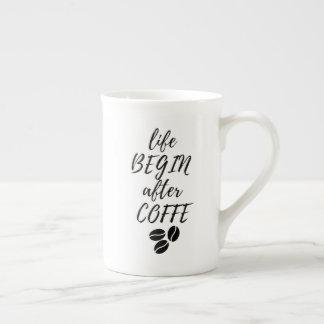 """La taza """"vida comienza después de Coffe """""""
