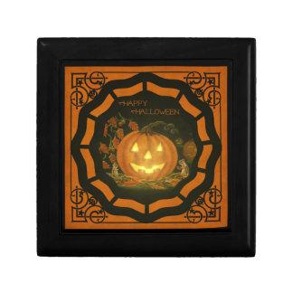 La teja de Halloween remató la caja de regalo