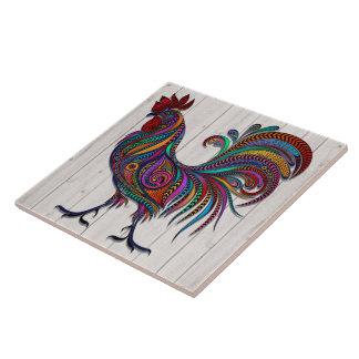 La teja resplandeciente del gallo en la IMAGEN de