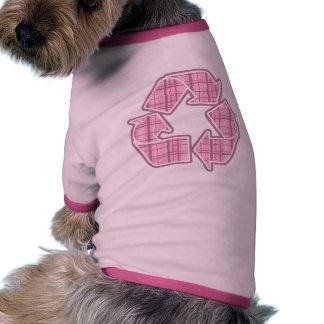 La tela escocesa rosada recicla la muestra camiseta con mangas para perro