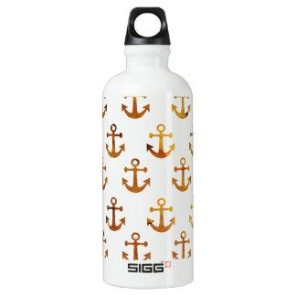 La textura ambarina ancla el modelo botella de agua