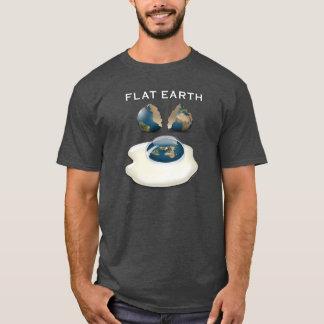 """La tierra plana """"agrietó"""" la camiseta oscura con"""