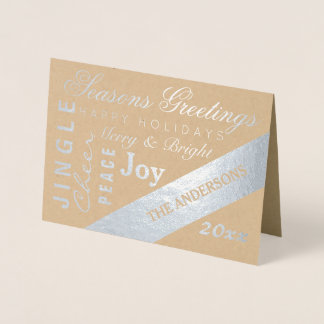 La tipografía de plata del día de fiesta añade año tarjeta con relieve metalizado
