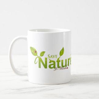 La tolerancia de la naturaleza con la mariquita taza de café