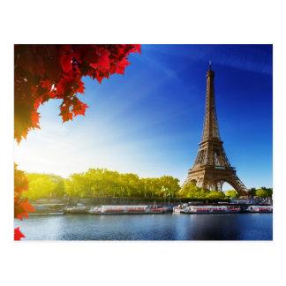 La torre Eiffel en el río el Sena Postal