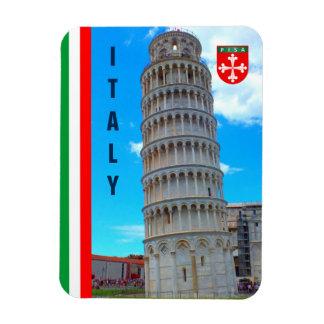 La torre inclinada de Pisa y de la bandera Iman