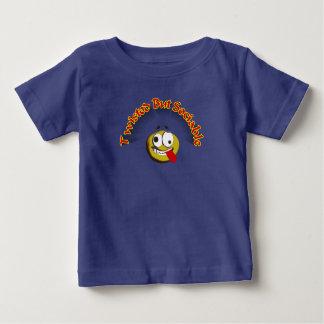 La torsión camiseta de bebé