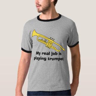 la trompeta, mi trabajo real está tocando la camiseta