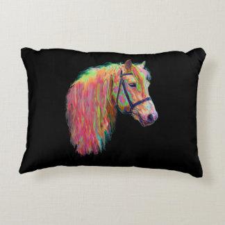 ¡La vaca y el potro de la montaña del arco iris, Cojín Decorativo