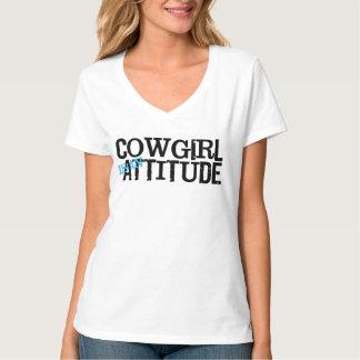 La vaquera occidental del estilo es una camiseta
