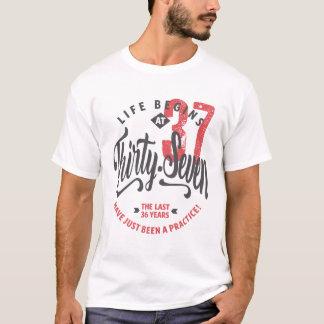 La vida comienza en la 37.a camiseta del