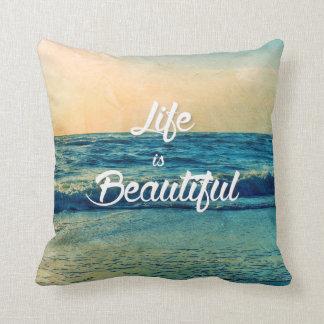 La vida es hermosa cojín decorativo
