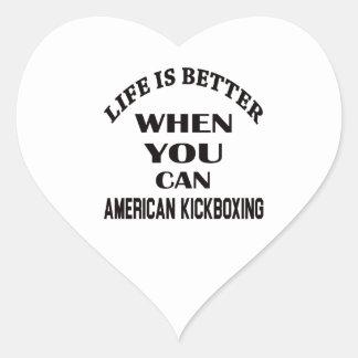 La vida es mejor cuando usted puede el kickboxing pegatina en forma de corazón
