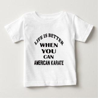 La vida es mejor cuando usted puede karate camiseta de bebé