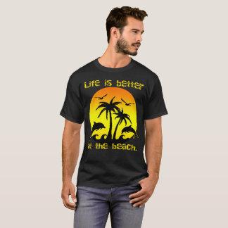 La vida es mejor en la playa camiseta