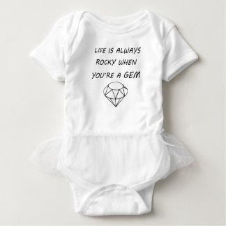 la vida es siempre rocosa cuando usted es una gema body para bebé
