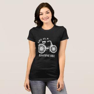 La vida es una camiseta hermosa de la bicicleta