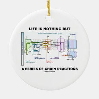 La vida no es nada sino una serie de reacciones en adorno redondo de cerámica