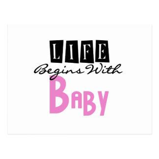 La vida rosada comienza con el bebé postales