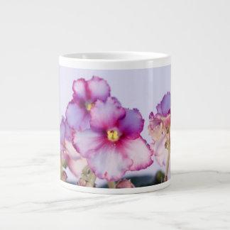 La violeta florece la taza enorme de 20 onzas -