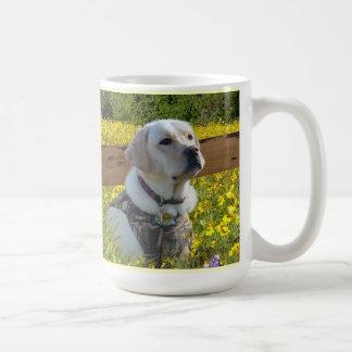 Labrador retriever un latido del corazón en mi taza de café