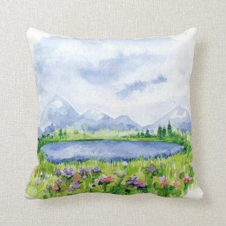 Lago azul mountain - arte de la acuarela cojín