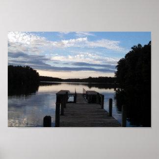 Lago en el amanecer póster