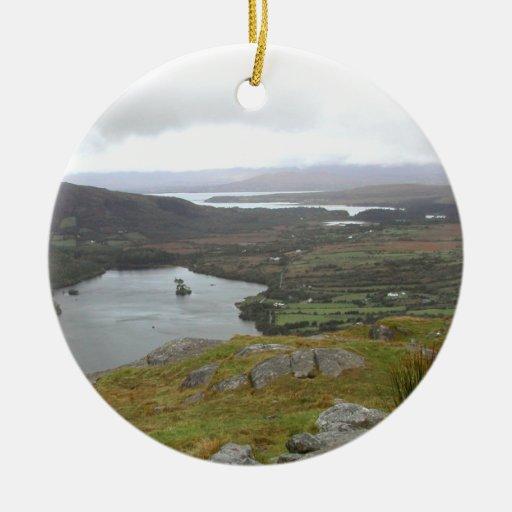 Lago Glanmore del paso Irlanda de Healy. Redondo Adornos De Navidad