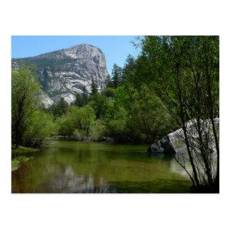 Lago I mirror en el parque nacional de Yosemite Postal