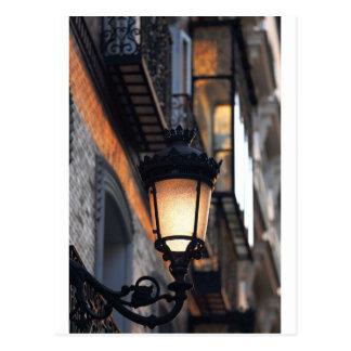 Lámpara de calle colonial anaranjada Madrid Postal