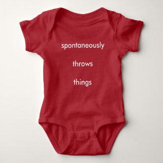 Lanza espontáneamente cosas body para bebé