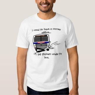 Lanzado debajo del autobús camiseta