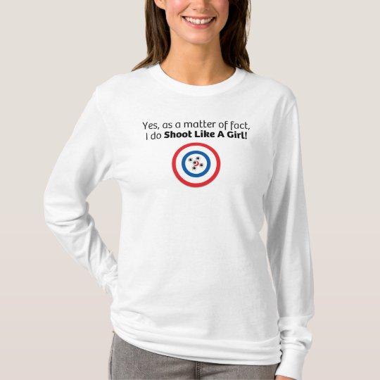 Lanzamiento como un chica con la blanco en blanco camiseta