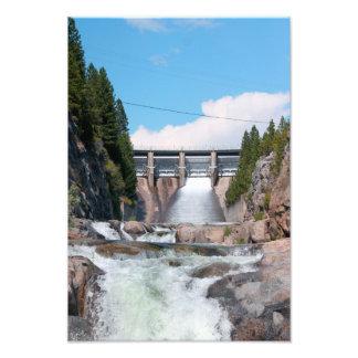 Lanzamiento de agua de la presa impresion fotografica