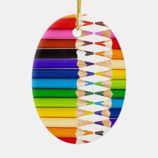 lápices coloreados adorno ovalado de cerámica