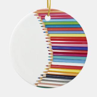 Lápices coloreados ornamente de reyes