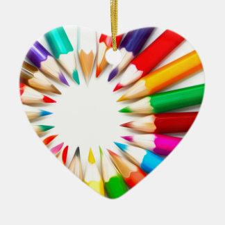 Lápices del color adorno de cerámica en forma de corazón