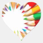 Lápices del color pegatina en forma de corazón