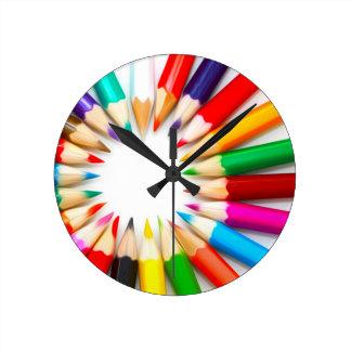 Lápices del color reloj redondo mediano