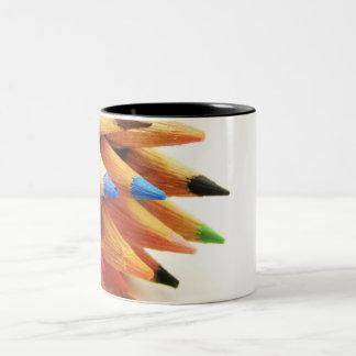 lápiz del color taza dos tonos