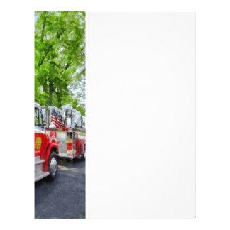 Larga cola de coches de bomberos folleto 21,6 x 28 cm