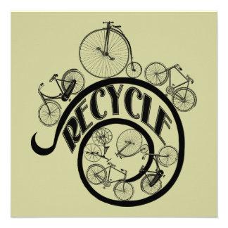 Las bicicletas del vintage reciclan la ropa y los anuncio personalizado